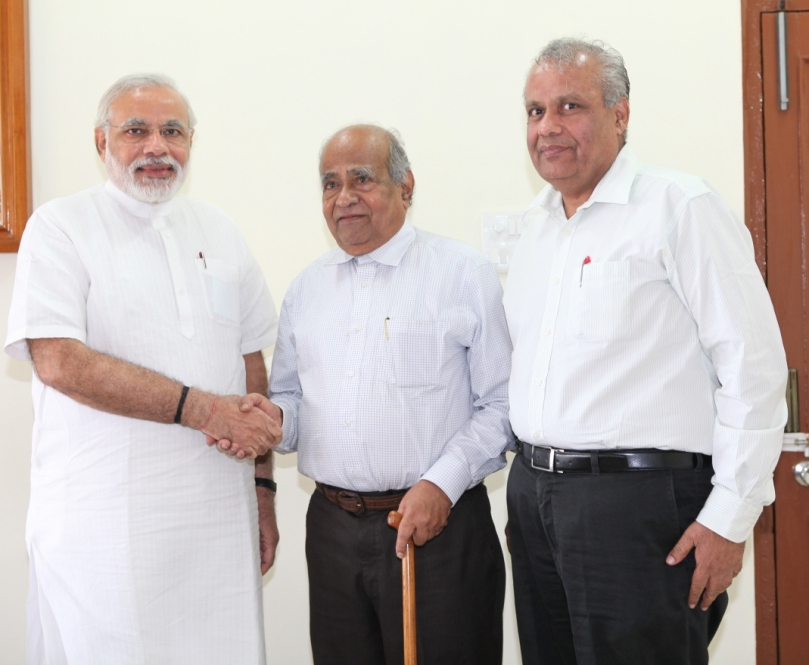 Narendra Modi, Dr Pandurangi and Unknown resized